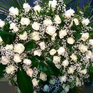 corona-de-rosas-blancas
