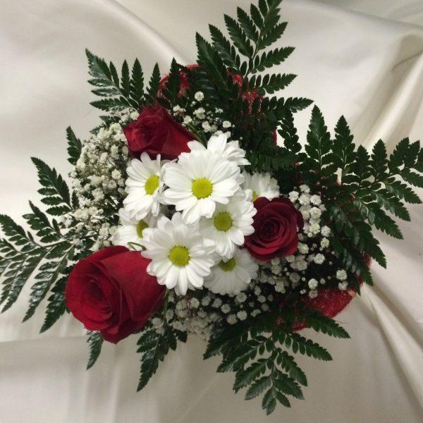 centro 3 rosas y margaritas